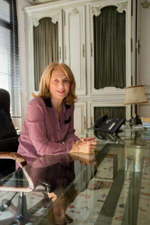 Martine LOMBARD est la fille de Paul LOMBARD et la sœur de Bruno LOMBARD. Elle a prêté serment en 1986 et a immédiatement rejoint le cabinet familial à Marseille. Paul LOMBARD s'étant implanté à PARIS en 1990, elle l'a rejoint en 2007. Aujourd'hui, elle anime un cabinet à PARIS situé 5 rue Cassette 75006. Notre cabinet travaille en partenariat étroit  avec Martine LOMBARD, ce qui nous permet de disposer d'un bureau à PARIS, de plaider et  gérer très facilement des procédures devant toutes juridictions de la région parisienne.
